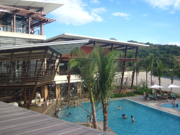 Hamilo Coast: Pico de Loro Beach Club